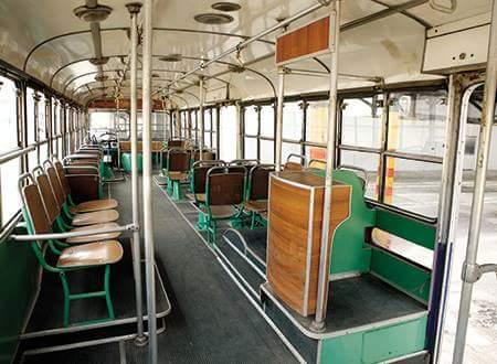 Τα θυμάστε αυτά τα λεωφορεία; Τον εισπράκτορα μέσα; (ΦΩΤΟ)