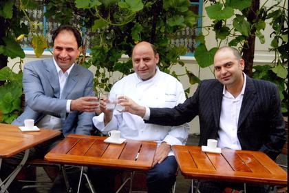 Έλληνες με εστιατόριο στο Παρίσι πήραν αστέρι και έμαθαν τους Γάλλους να τρώνε ταραμά