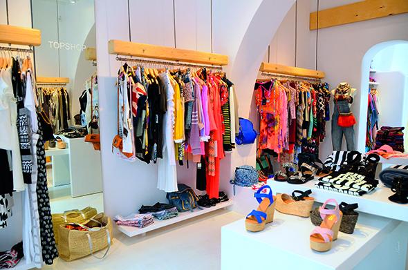 Στυλίστρια ανοίγει ξεχωριστό μαγαζί ρούχων στο κέντρο ... 56cfcdb7122