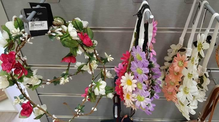 Η μόδα στα μαλλιά σου! Στέκες και κορδέλες με υπέροχα λουλούδια!