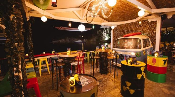 To πιο εκκεντρικό μπαρ της Μαγνησίας κάνει θραύση! (ΦΩΤΟ)