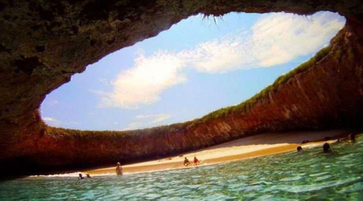 Θα μείνεις! Δες μια από τις πιο εντυπωσιακές παραλίες!
