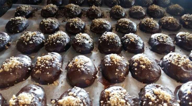 Σας κερνούν τα πιο νόστιμα σοκολατένια μελομακάρονα!