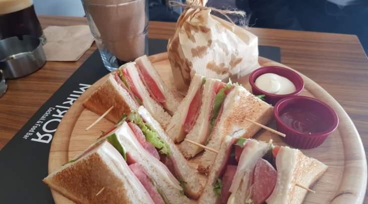 Που μπορείς να φας το πιο νόστιμο club της πόλης;