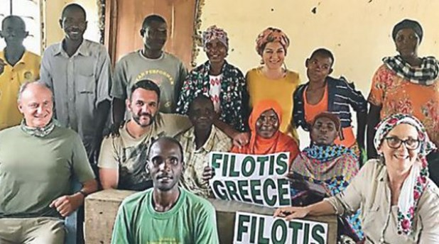 Mια δική μας δασκάλα υιοθέτησε ολόκληρο χωριό από την Τανζανία!