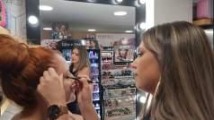 Koρίτσια, εκεί σας κάνουν ΔΩΡΟ μακιγιάζ χωρίς καμία απαίτηση!!!!