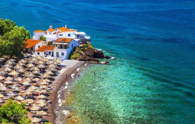 Forbes: Αυτή είναι η πιο όμορφη ελληνική παραλία για να επισκεφτείτε αυτό το καλοκαίρι!