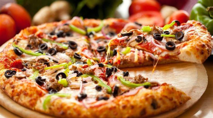 Pizza γίγας 16 κομματιών ΜΟΝΟ 7 ευρώ!!!
