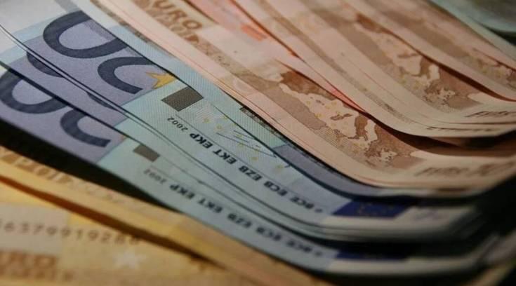 Αναδρομικά: Ποιοι θα πάρουν έως και 7.340 ευρώ – Πότε θα δοθούν τα χρήματα