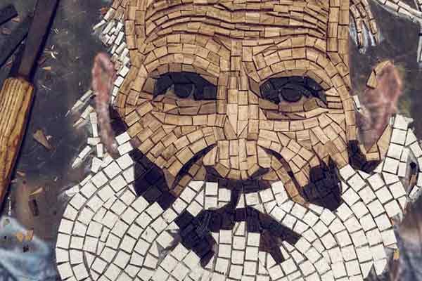 Βολιώτης καλλιτέχνης αποτύπωσε τον Φώτη σε ψηφιδωτό από ξύλο