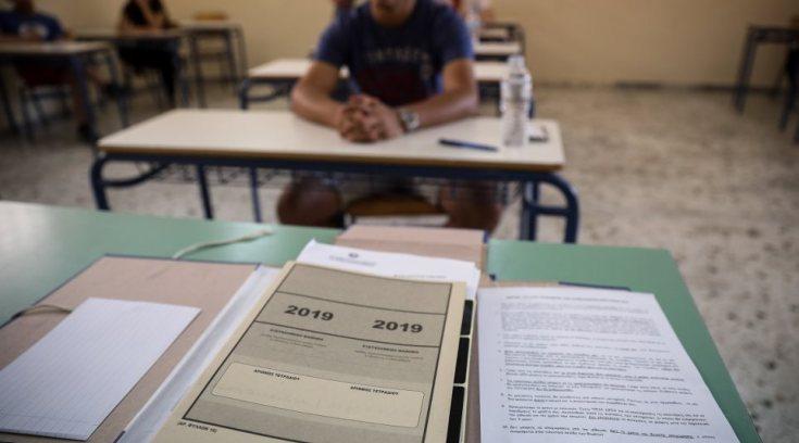 Πανελλήνιες: «Στόχος να γίνουν οι εξετάσεις μέχρι τον Ιούλιο» λέει η Κεραμέως
