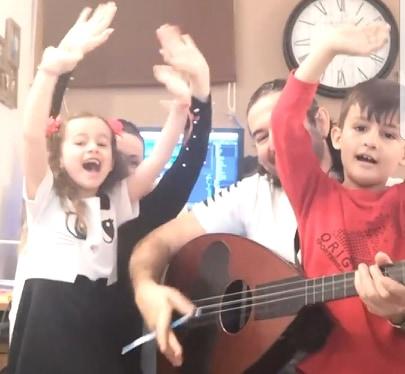Aϊντα&Γιώργος Πάγκαλος μαζί με τα παιδιά τους, κάνουν ευχάριστη την καραντίνα!