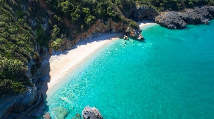 Διακοπές στο Πήλιο: Αμμουδερές ακτές και καραβιδομακαρονάδες με τοπικό τσίπουρο