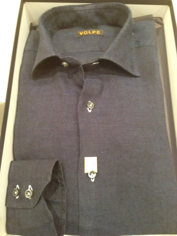 Navy washed Linien with White Buttonholes