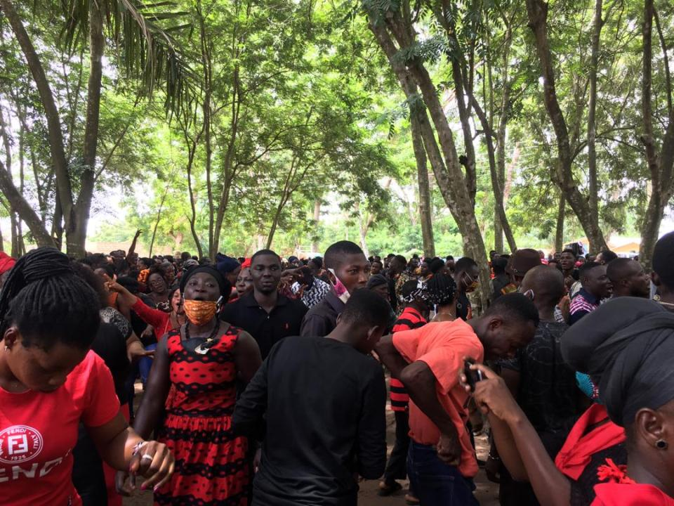 Cross section of mourners