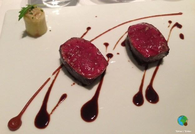 Llom de cérvol rostit amb patata trufada i essència de tamarinde