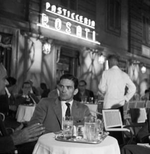 Pier Paolo Pasolini a la terrassa del cafè Rosati
