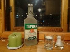 La vela verde y la botella de vodka valen lo mismo.