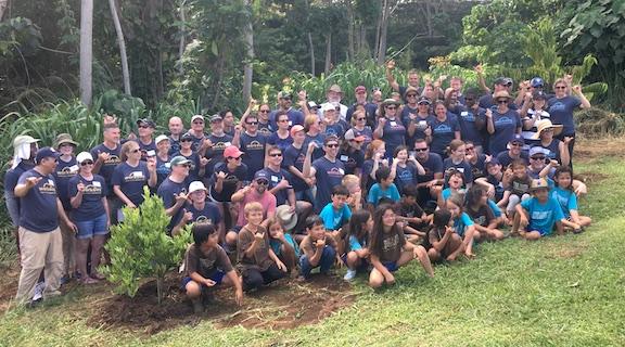 workday volunteers on their company retreat in kauai