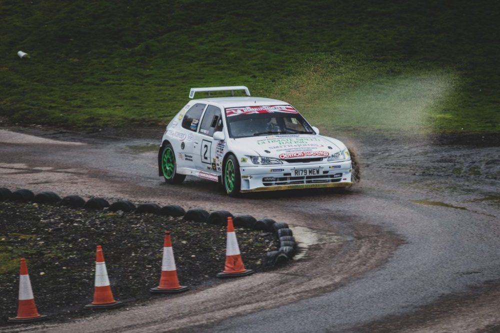 Peugeot 306 making a splash