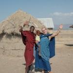 Toen Mar-Lisa drie jaar was, overleed haar opa. Te jong om hem zich nu nog echt te herinneren, maar toch waren het juist zijn verhalen die haar naar de Masai in Tanzania brachten. Hoe een meisje uit Urk Masai-kinderen weer een toekomstperspectief biedt.