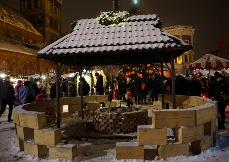 Weihnachtsmarkt Riga - Feuerstelle