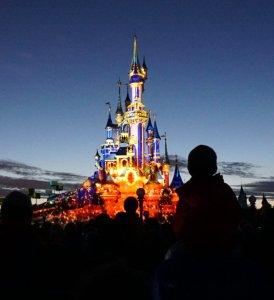 Disney Schloss während der Abendshow