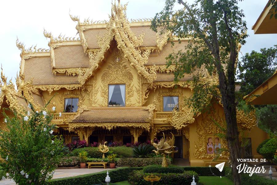 Templo Branco na Tailandia - Banheiro dourado