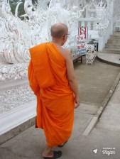 Templo Branco na Tailandia - Monge budista