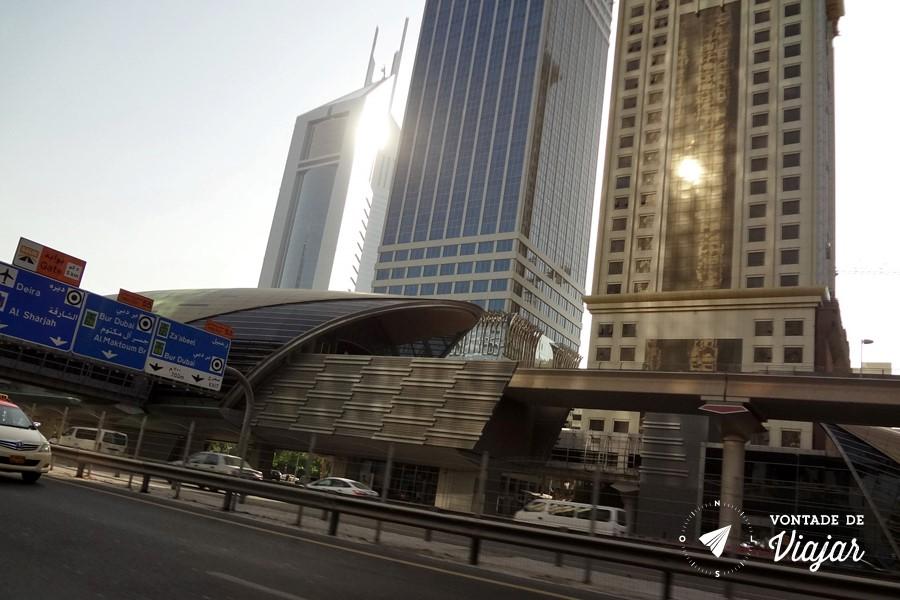dubai-estacao-de-metro-no-centro-comercial