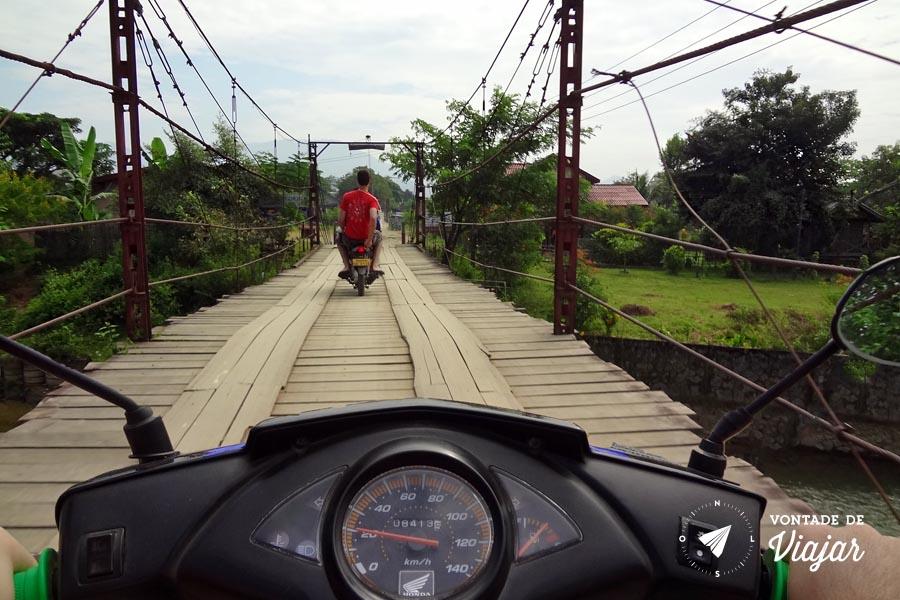 Vang Vieng Laos - Passeio de moto