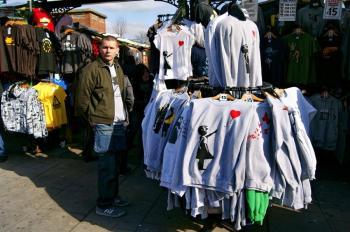 Camisetas com estampas de Banksy