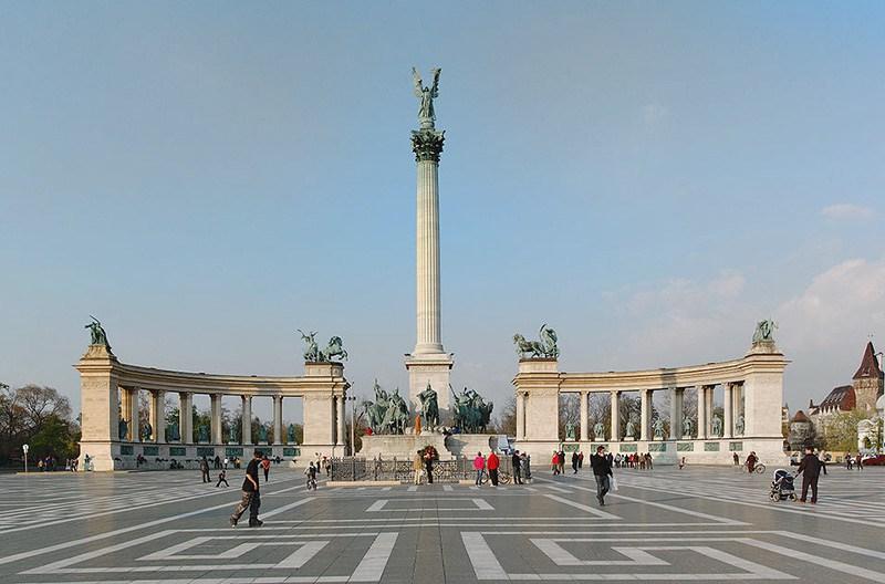 budapeste-praca-dos-herois-wikimedia-commons