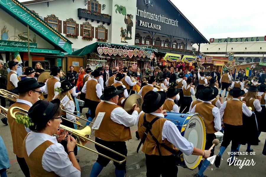 Oktoberfest de Munique - Tenda da cervejaria Paulaner desfile
