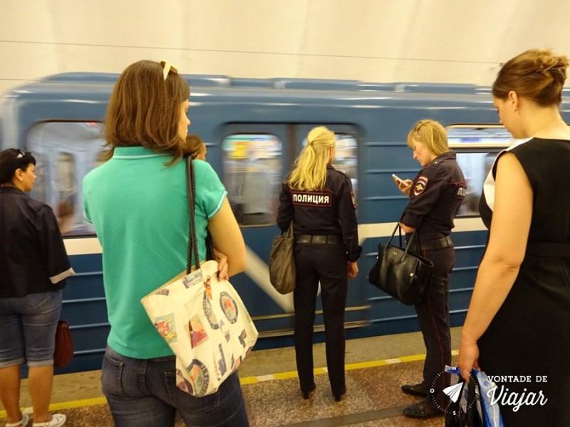 Policiais russas no metrô