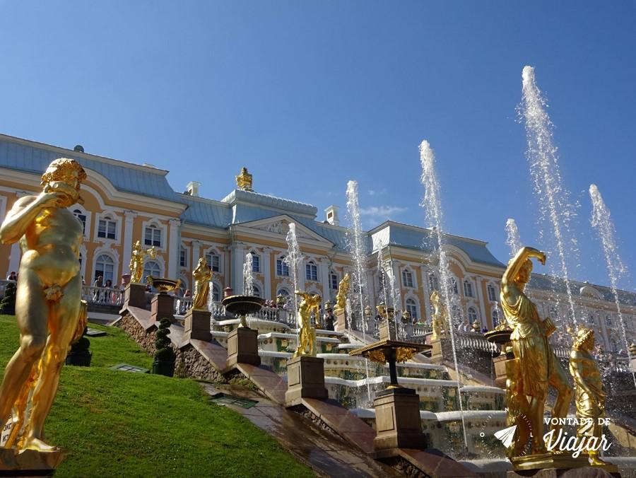 Peterhof-Fontes-e-estatuas-na-Grande-Cascata