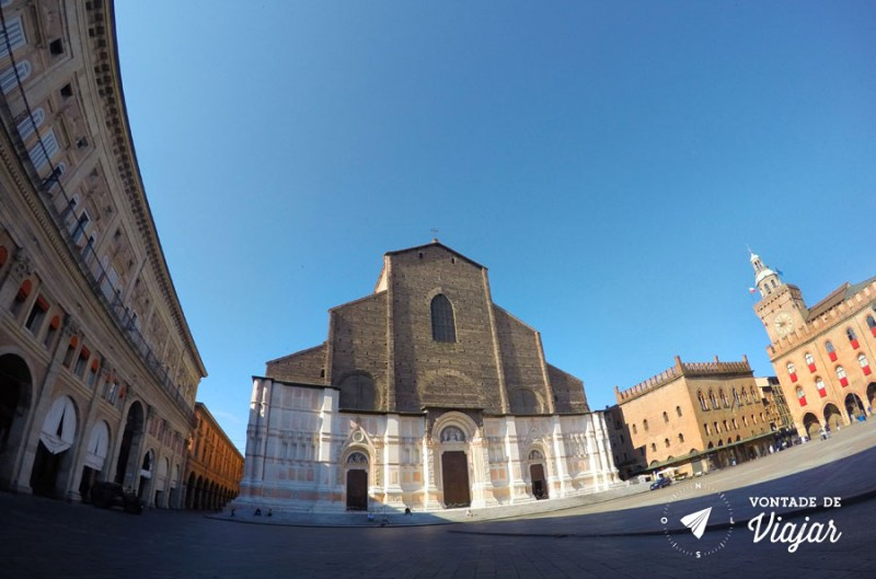 Bolonha - Basilica na Piazza Maggiore