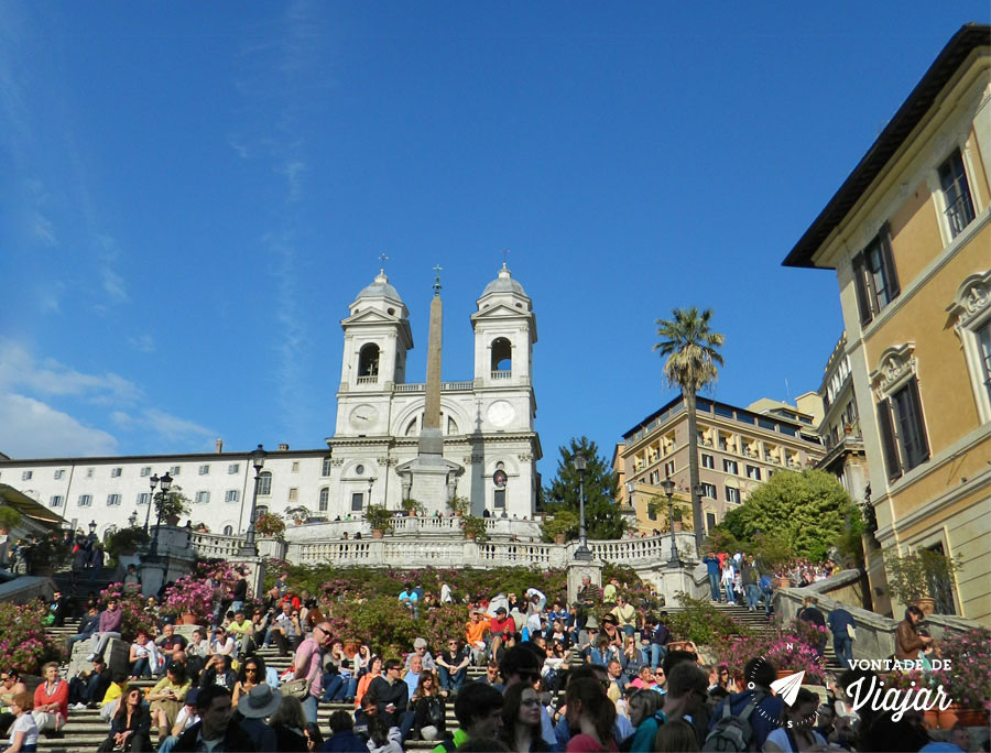 Spanish Steps: escadaria lotada