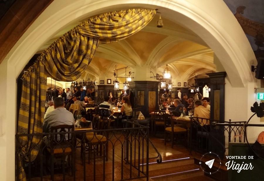 Beerhalls em Munique - Restaurante Ratzkeller