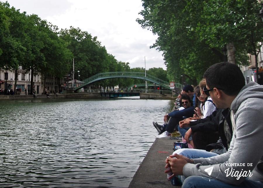 canal-saint-martin-paris-galera-na-beira-do-canal