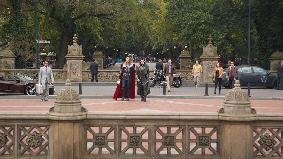nova-york-super-herois-thor-e-loki-no-bethesda-terrace-do-central-park-mid-park-com-a-72nd-street