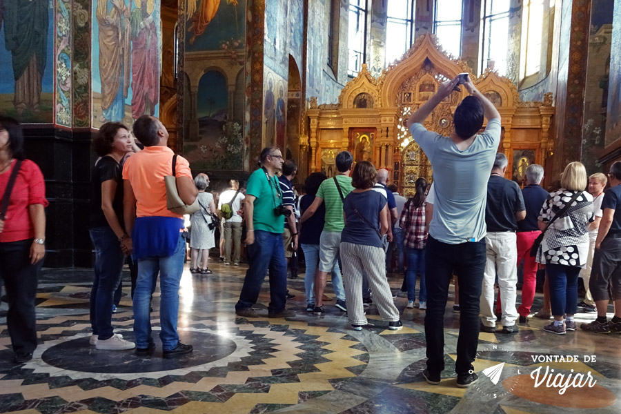 st-petersburgo-catedral-do-sangue-derramado-turistas
