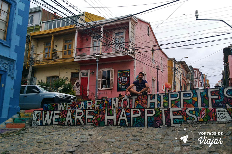 Street art em Valparaiso - We are not hippies we are happies