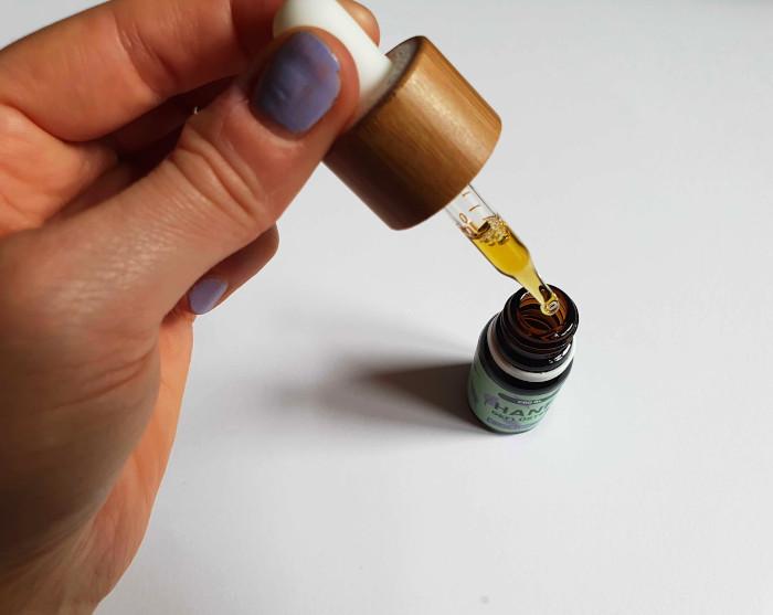 CBD Erfahrungen mit CBD Öl von hanfgeflüster