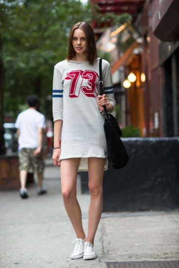 2-sporty-shirtdress-with-sneakers