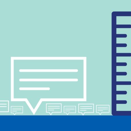 Ilustração de diversas caixas de texto de diferentes tamanhos com uma régua para referência ao lado. Uma das caixas de texto é muito maior que as demais.