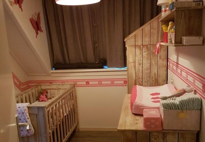 babykamer hout