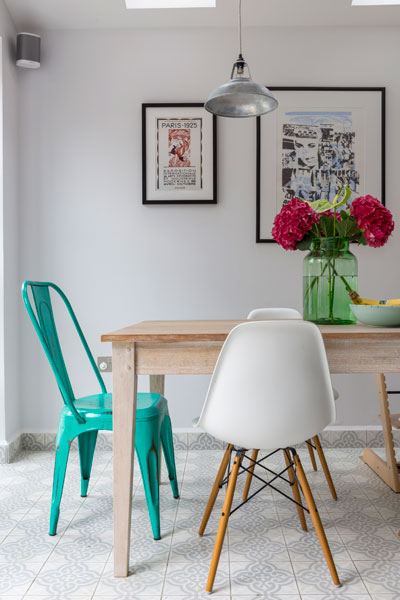 0401-dining-room-table-industrial-metal-chair-kilburn-vorbild-architecture