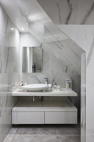 0568-loft-bathroom-sloping-roof-vorbild-architecture-mill-hill-29