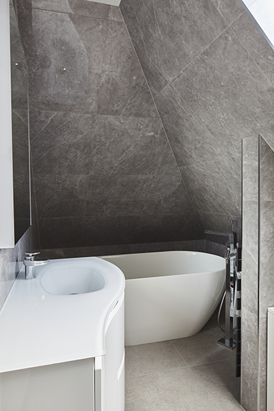0568-loft-bathroom-sloping-roof-vorbild-architecture-mill-hill-5